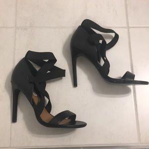 STEVE MADDEN Black strappy heels - Size 6.5
